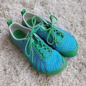 EUC Merrell blue/green trail gloves size 7